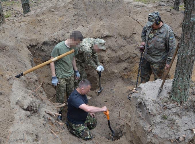 Рештки 26 воїнів, які загинули у Другій світовій війні, знайшли у Радомишльському районі. + ФОТО
