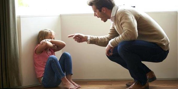 У РАДОМИШЛІ БАТЬКО ПОБИВ 8-РІЧНУ ДОНЬКУ: ДИТИНА У ЛІКАРНІ З ПЕРЕЛОМАМИ ТА ЗАБОЯМИ