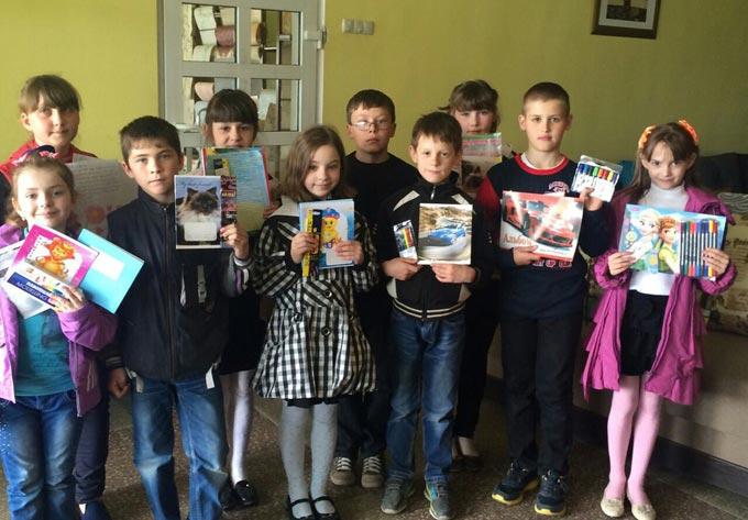 Діти Радомишльських шкіл зібрали подарунки школі, яка знаходиться в Луганській області