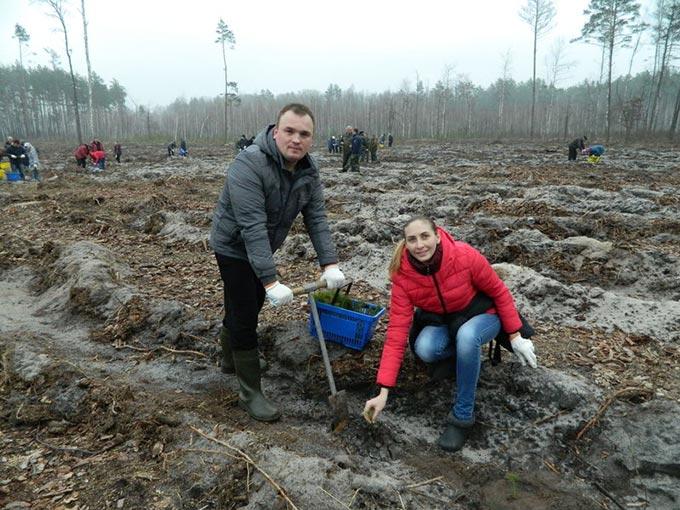 Працівники органу місцевого самоврядування та державні службовці району прийняли участь в акції «Майбутнє лісу в твоїх руках»