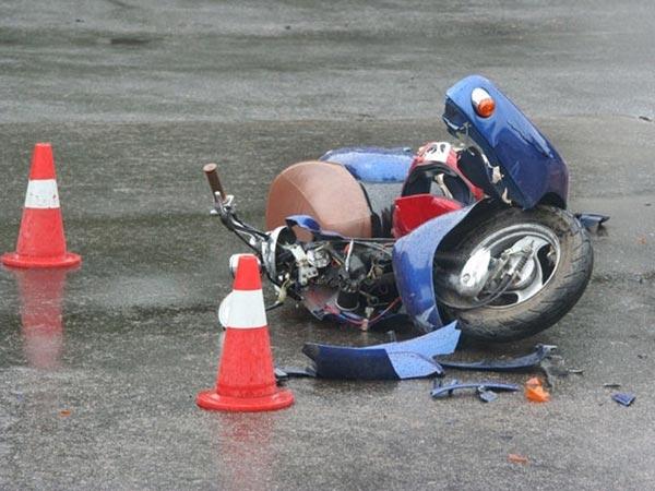 У Радомишлі у міському парку неповнолітній на скутері збив дівчинку