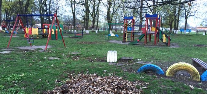 Радомишльська міська рада перенесла облаштування дитячого майданчика в парку на 22 квітня