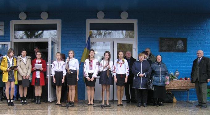 На приміщеннях гімназії і школи №4 встановили меморіальні дошки в пам'ять про загиблих в зоні АТО земляків