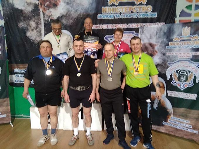 На Всеукраїнських змаганнях з гирьового спорту спортсмени Радомишльщини посіли перші місця. + ФОТО