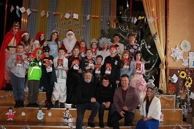Микола Григорович, депутат Житомирської облради, завітав на новорічне свято до учнів санаторної школи-інтернат