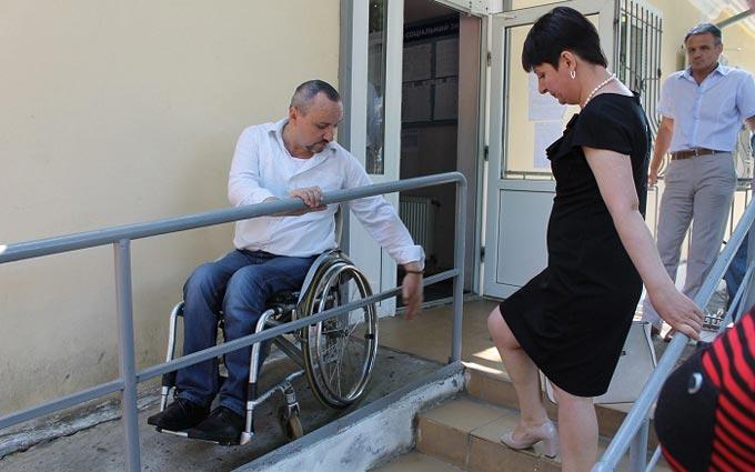 На скільки пристосований Радомишль для людей з обмеженими можливостями. ФОТО. ВІДЕО