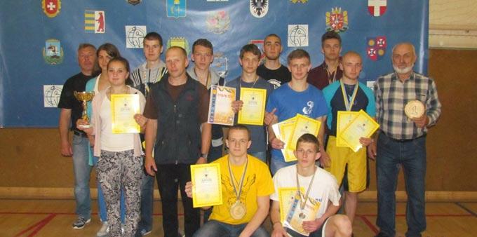 Гирьовики з Радомишля завоювали призові місця на чемпіонаті України в Кобеляках