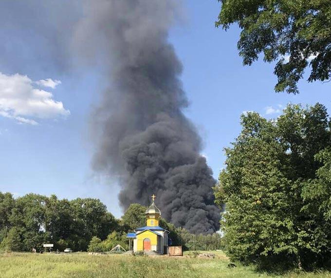 На Радомишльщині ліквідували загоряння даху адмінбудівлі недіючого підприємства. (ФОТО, ВІДЕО)