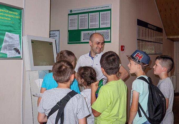 З нагоди Міжнародного дня захисту дітей Територіальний сервісний центр 1845 провів ознайомчу екскурсію для дітей. + ФОТО