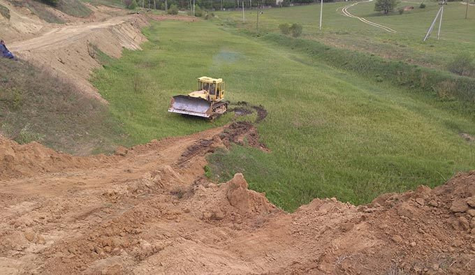 На горі біля річечки Черча будують трасу для мотокросу. + ФОТО