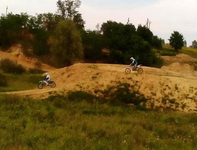 У Радомишлі відбулося перше випробування щойно збудованої траси для мотокросу. + ФОТО