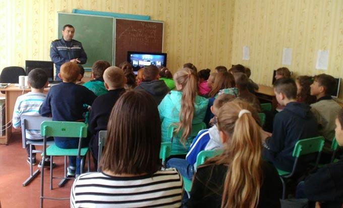 Рятувальники провели профілактичний урок для старшокласників Осичківської ЗОШ