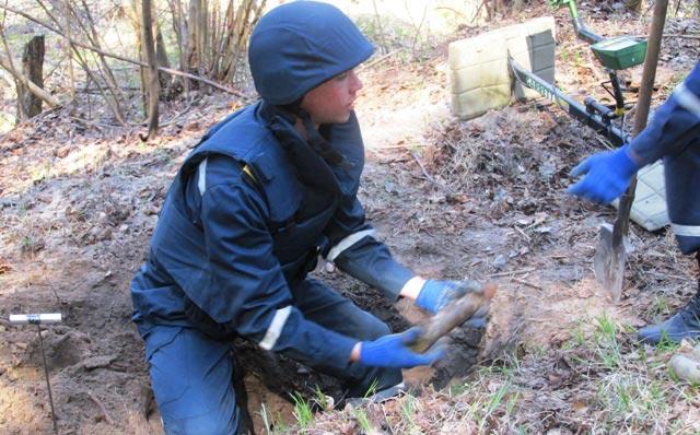 У Радомишльський районі група піротехнічних робіт знищила 3 одиниці військових боєприпасів часів минулих війн