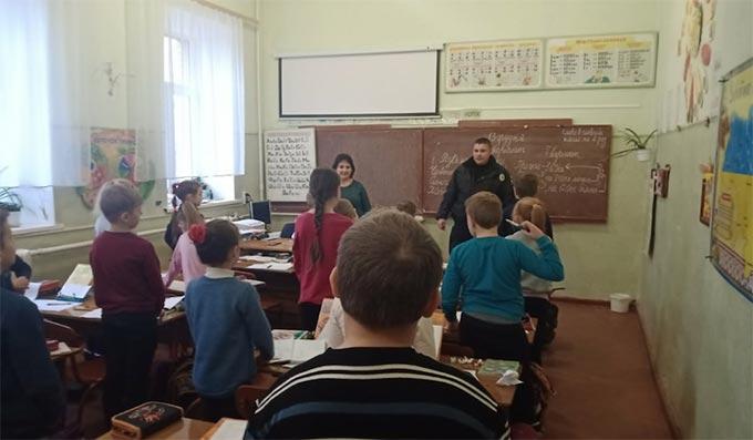 Радомишльські поліцейські провели лекцію для учнів молодших класів ЗОШ №5. + ФОТО