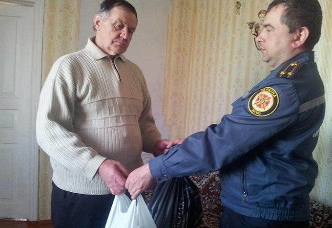 Напередодні 31-ї річниці Чорнобильської катастрофи радомишльські рятувальники вшанували героїв-ліквідаторів. + ФОТО