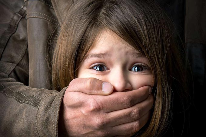 За розбещення малолітньої доньки 52-річному жителю Радомишльського району дали 10 років в'язниці