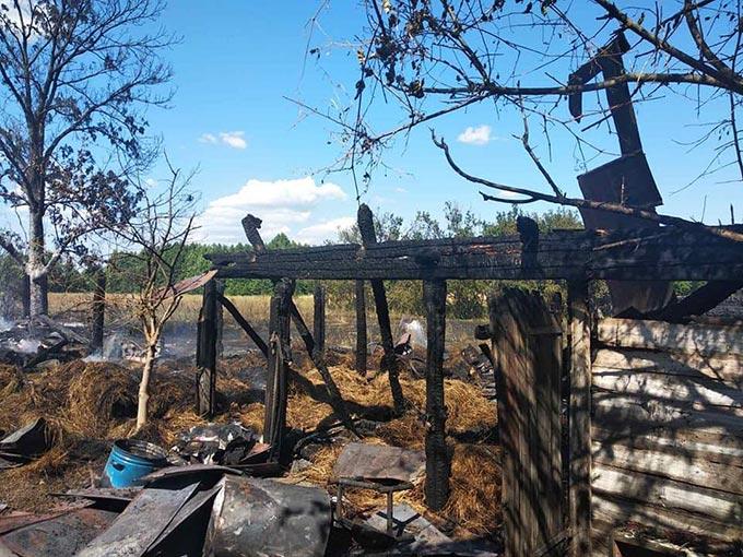 Через сусідське багаття у селі Кримок згоріли два сараї з майном, вогонь мало не перекинувся на будинок