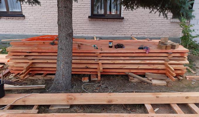 РЕКОНСТРУКЦІЯ ЗОШ №4 У РАДОМИШЛІ: Розпочались ремонтні роботи з перекриття даху. + ФОТО