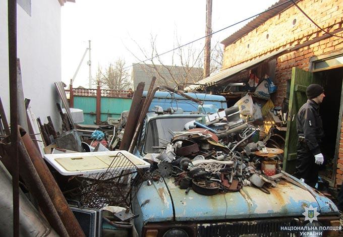 У Радомишлі на нелегальному пункті прийому металобрухту виявили бойовий снаряд. + ФОТО