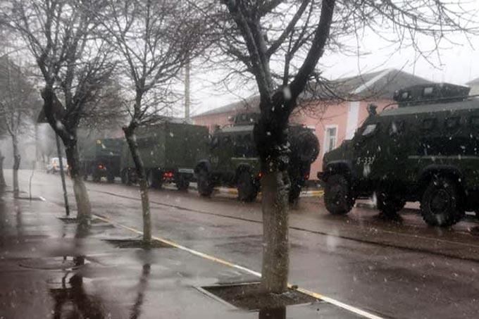 На вулицях Радомишля патрулює військова техніка. + ФОТО