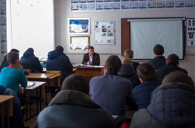 Начальник територіального сервісного центру МВС виступив перед слухачами Радомишльського ДПТНЗ. + ФОТО