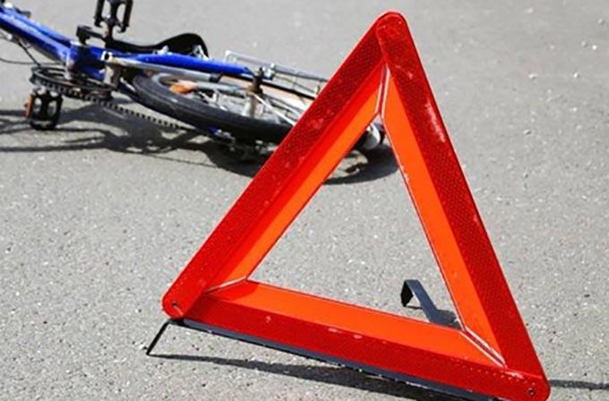 У Радомишльському районі велосипедист потрапив під колеса іномарки