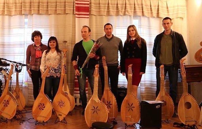 У Києві відбулась виставка музичних інструментів, виготовлених Радомишльським майстром Василем Волівачем