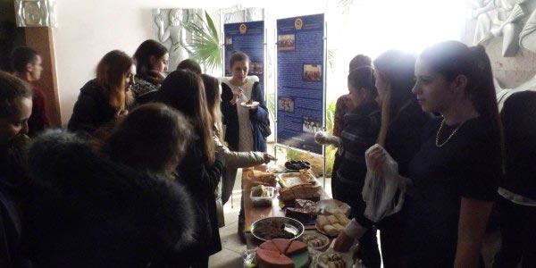 Студенти гірничо-екологічного факультету ЖДТУ провели ярмарок і зібрали кошти на подарунки в дитбудинок в селі Потіївка. + ВІДЕО