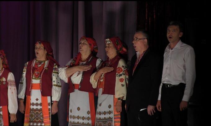 На фестивалі «Пісня єднає націю» в Черняхові народний хор «Пісні моєї душі» з Радомишля зірвав справжні овації