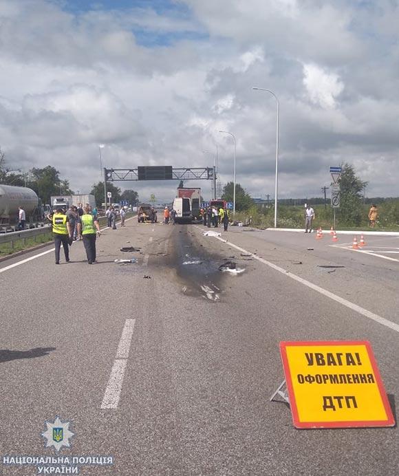 Унаслідок ДТП на трасі Київ – Чоп на Житомирщині загинули 10 людей та ще 10 травмовано