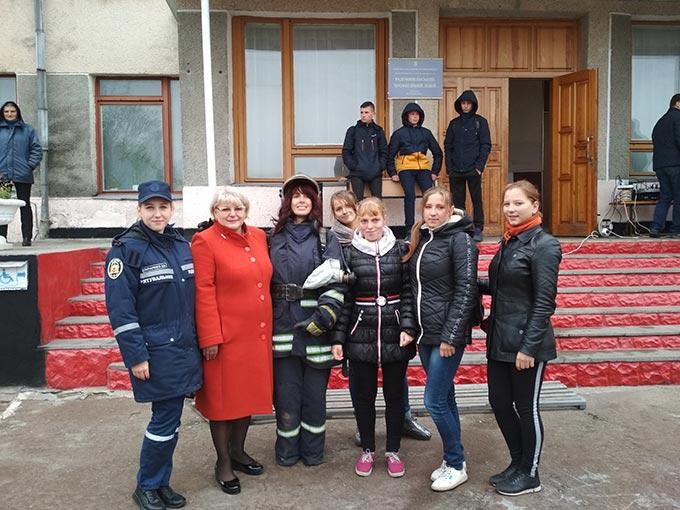 Рятувальники провели акцію «Запобігти. Врятувати. Допомогти» в Радомишльському професійному ліцеї. + ФОТО