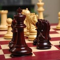 """У Радомишлі в шаховому клубі """"Чотирьох коней"""" розігрується першість міста з шахів."""