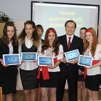 Журавський виконав обіцянку за 12 днів: школа у селищі Городок отримала комп'ютерний клас. ФОТО