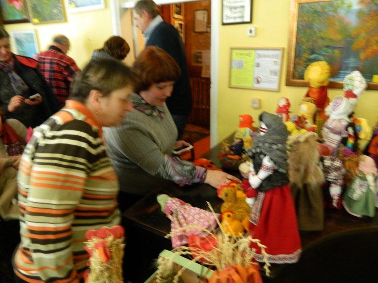 У Радомишльському історико-краєзнавчому музеї відбулась презентація української ляльки-мотанки. + ФОТО