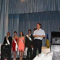 В. Журавський у привітав випускників с. Пилиповичі і подарував школі сучасні парти